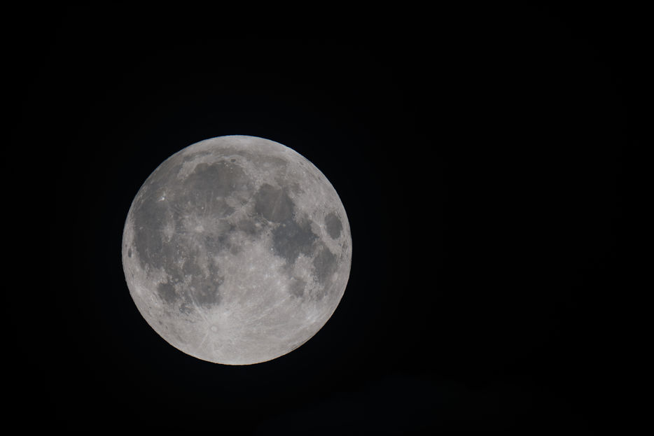 Full moon. Credit: Sævar Helgi Bragason